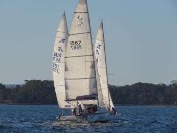 What rule covers trapping Itchy Feet between two dueling Etchells as they veer off to RI in 29 Oct Twilight?